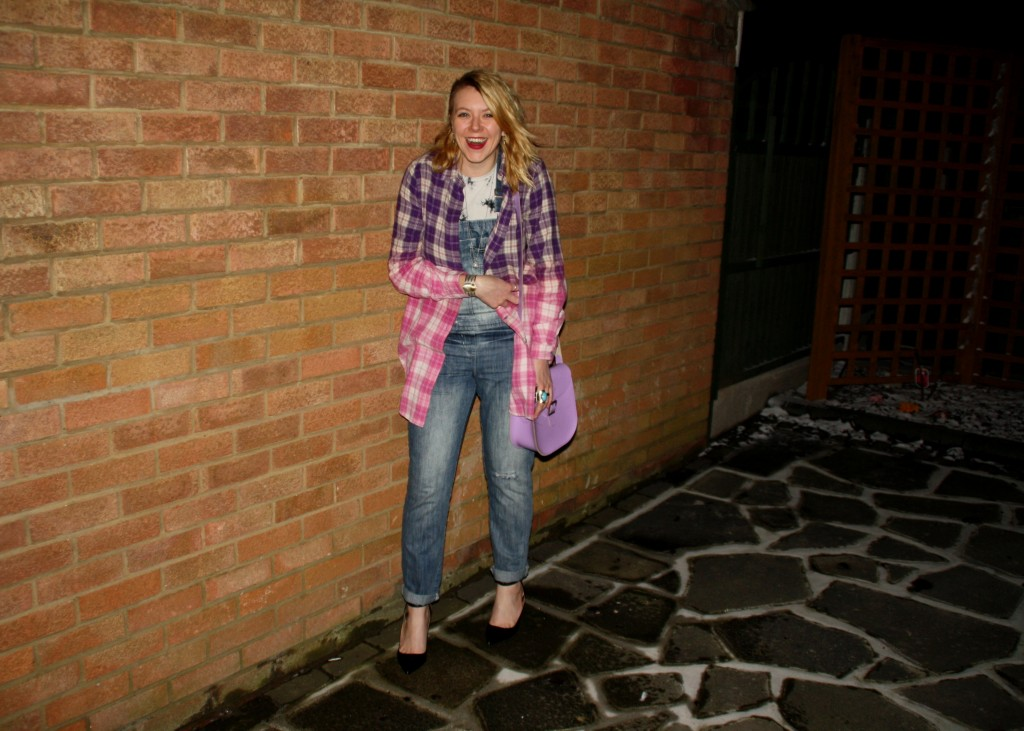 Outfit post dungarees and check