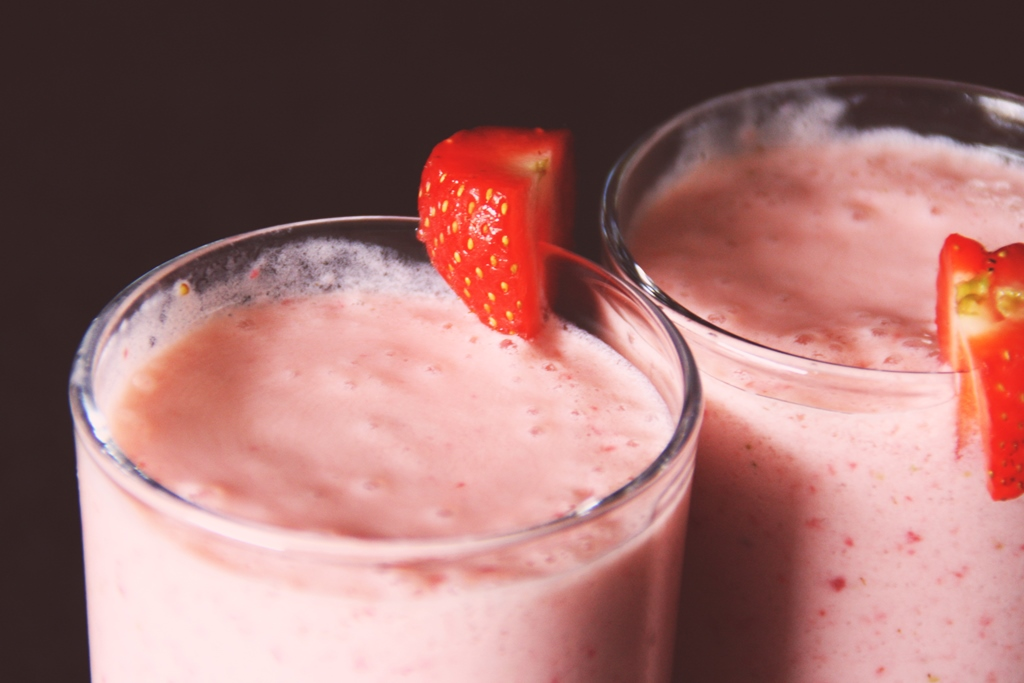 How to make a Strawberry Smoothie 2014