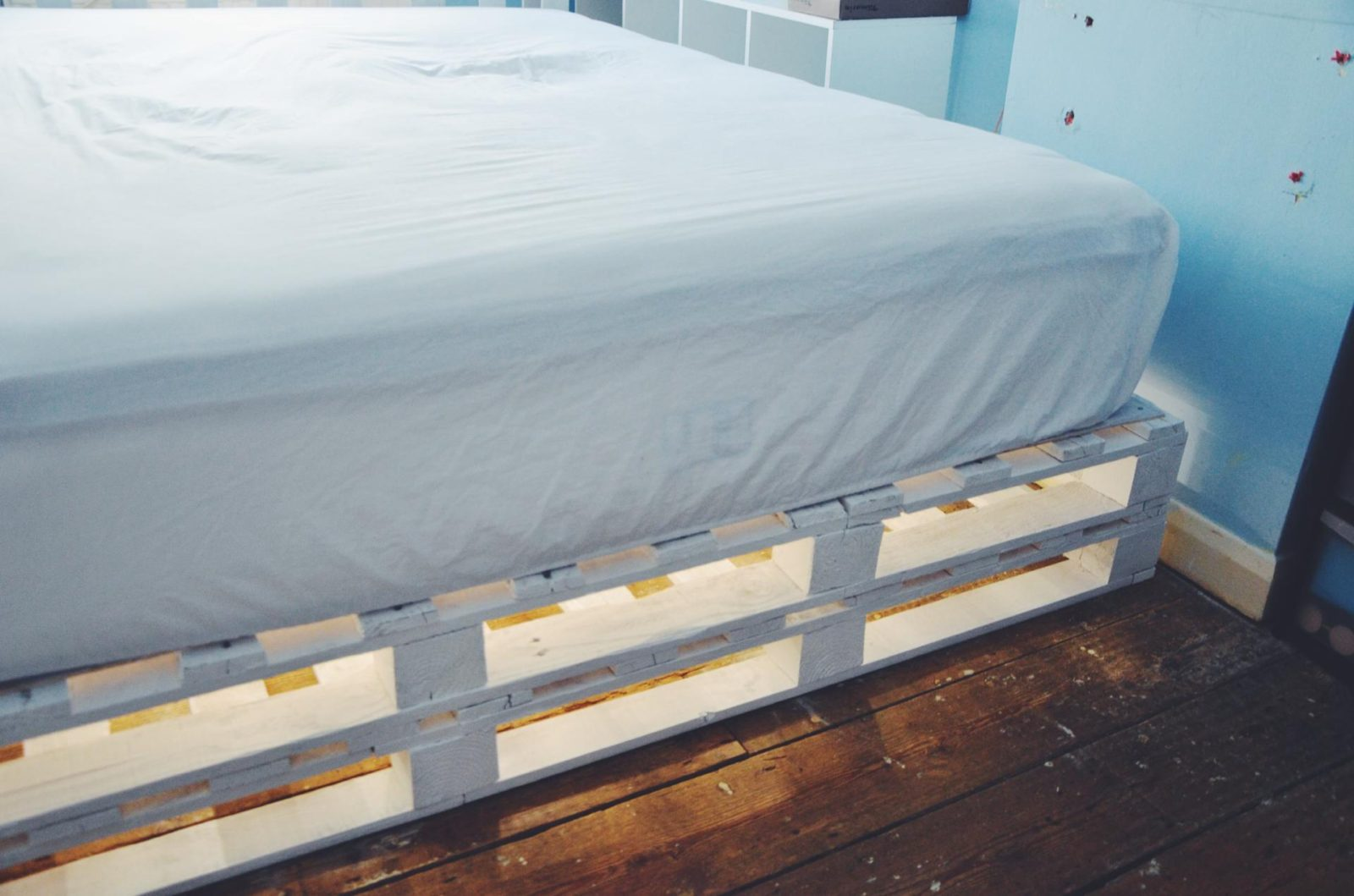 How to make a palette bed