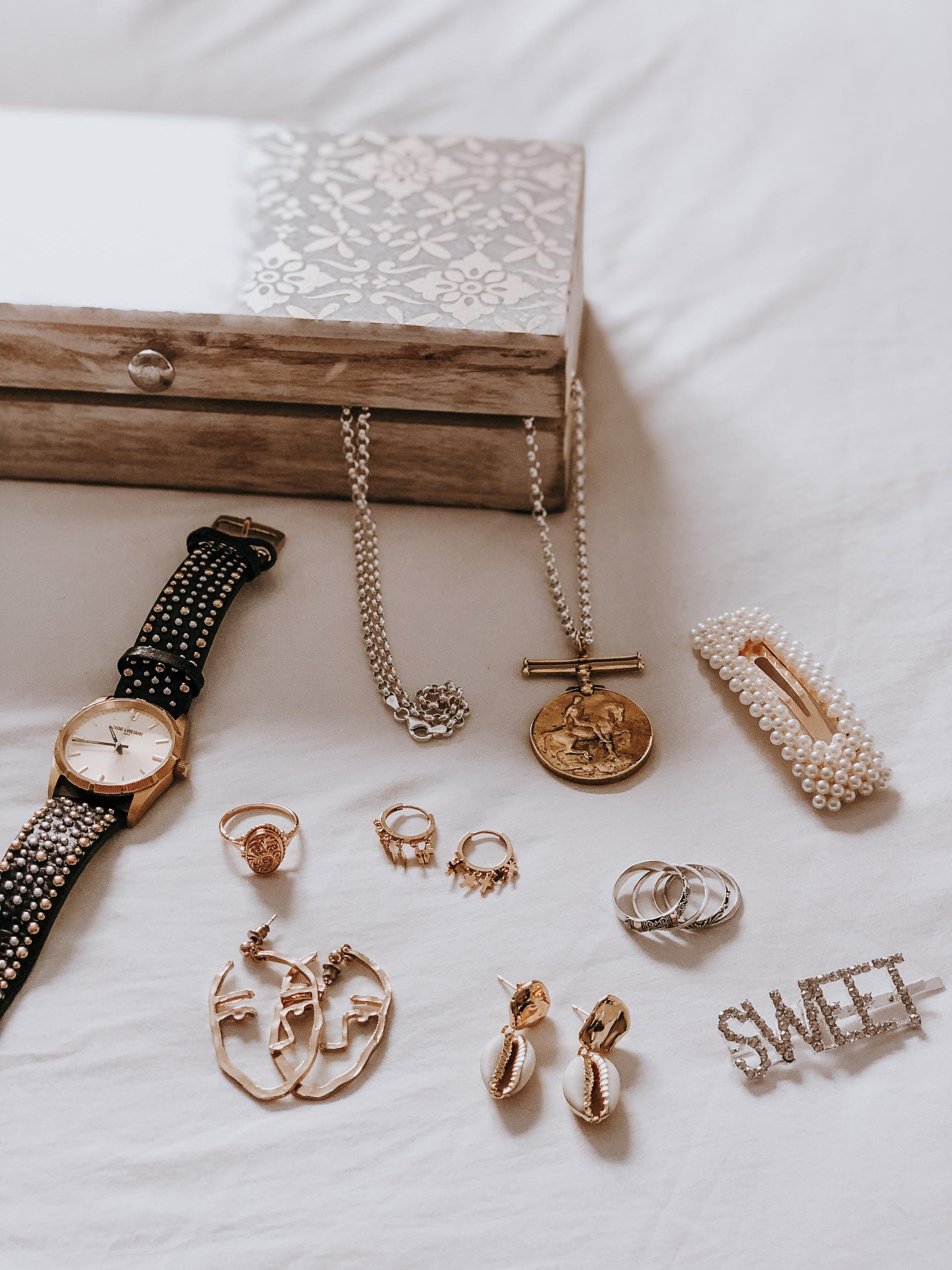 Easy accessory stories for this season